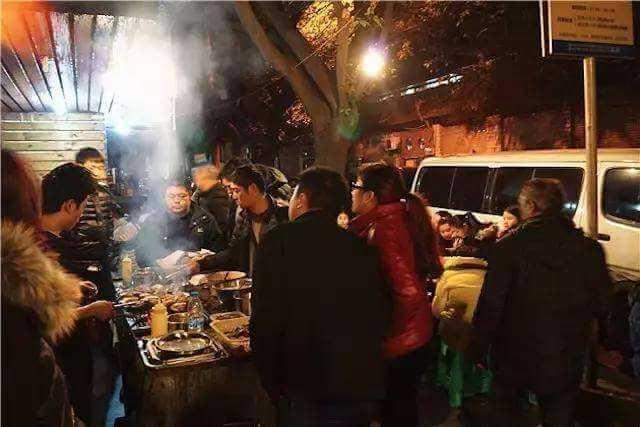 何王氏串串香火锅的加盟优势主要表现在哪些方面?